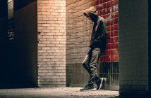 """Oznaki nastoletniej i dziecięcej depresji a """"trudna młodzież"""""""
