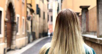 Brak akceptacji swojego wyglądu wśród nastolatków prowadzi do depresji u młodych dorosłych